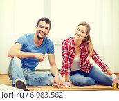 Купить «smiling couple measuring wood flooring», фото № 6983562, снято 26 января 2014 г. (c) Syda Productions / Фотобанк Лори