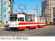 Купить «Трамвай маршрута № 55 (модель ЛВС-86К) на Комендантской площади. Санкт-Петербург», фото № 6984322, снято 22 августа 2010 г. (c) Ольга Визави / Фотобанк Лори
