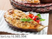 Запеченные баклажаны с чесночно-сырной начинкой. Стоковое фото, фотограф Лариса Дерий / Фотобанк Лори