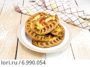 Купить «Традиционные карельские пирожки с картошкой. Калитки - Kalittoa», фото № 6990054, снято 8 февраля 2015 г. (c) Наталья Осипова / Фотобанк Лори