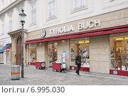 """Tyrolia Buch"". Вена. Австрия (2014 год). Редакционное фото, фотограф stargal / Фотобанк Лори"