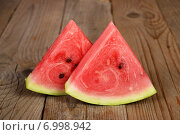 Купить «Slices of watermelon on wooden table», фото № 6998942, снято 26 мая 2019 г. (c) Ingram Publishing / Фотобанк Лори