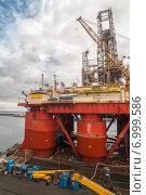 Ремонт нефтяной вышки в порту. Стоковое фото, фотограф Павел Ерыкин / Фотобанк Лори