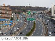 Автострада Тюгоку, одно из самых загруженных шоссе в Японии, соединяет регионы Кансай и Тюгоку включая города Хиросима, Кобе, Осака (снято в г.Суита) (2014 год). Редакционное фото, фотограф Алексей Копытько / Фотобанк Лори