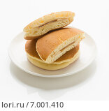Дораяки, японский десерт из двух блинчиков со сладкой начинкой. Стоковое фото, фотограф Алексей Копытько / Фотобанк Лори