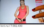 Купить «Женщина делает покупки на ebay», видеоролик № 7002430, снято 11 февраля 2015 г. (c) Mikhail Erguine / Фотобанк Лори