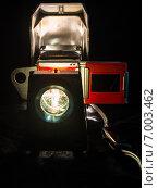 Купить «Линза включенного старого советского диапроектора на черном фоне», фото № 7003462, снято 12 февраля 2015 г. (c) vale_t / Фотобанк Лори