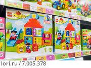 Купить «Коробки с игрушками на полках магазина», фото № 7005378, снято 1 февраля 2015 г. (c) Володина Ольга / Фотобанк Лори