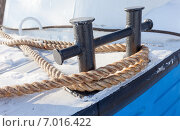 Купить «Кнехт на небольшом судне в зимнее время», фото № 7016422, снято 22 июля 2019 г. (c) FotograFF / Фотобанк Лори