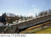 Купить «Печеры Псковские. Вид снаружи на монастырь», фото № 7018662, снято 2 мая 2013 г. (c) Рябков Александр / Фотобанк Лори