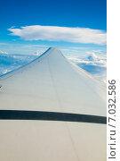 Купить «Крыло самолета, пролетающего над облаками», фото № 7032586, снято 12 февраля 2013 г. (c) Сергей Дубров / Фотобанк Лори