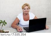 Пожилая женщина за компьютером. Стоковое фото, фотограф Tanya Ischenko / Фотобанк Лори