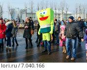 Купить «Ростовая кукла на масленичном гулянье», фото № 7040166, снято 21 февраля 2015 г. (c) Ольга Коцюба / Фотобанк Лори
