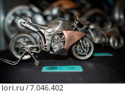 Моделька железного мотоцикла ручной работы, экспонат выставки Мотопарк 2015. Редакционное фото, фотограф Анастасия Кузьмина / Фотобанк Лори