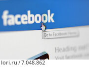 Купить «Старница Facebook на экране компьютера», фото № 7048862, снято 24 февраля 2015 г. (c) Iordache Magdalena / Фотобанк Лори