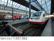 Скоростной поезд на Центральном вокзале Хельсинки, Финляндия (2010 год). Редакционное фото, фотограф Roman Vukolov / Фотобанк Лори