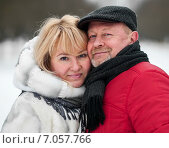 Купить «Мужчина и женщина зимой на улице стоят в обнимку», эксклюзивное фото № 7057766, снято 23 февраля 2015 г. (c) Игорь Низов / Фотобанк Лори