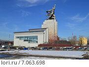 Купить «Музейно-выставочный центр со скульптурной композицией «Рабочий и колхозница»», эксклюзивное фото № 7063698, снято 25 февраля 2015 г. (c) lana1501 / Фотобанк Лори