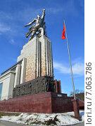 Купить «Музейно-выставочный центр Рабочий и Колхозница в Москве», эксклюзивное фото № 7063786, снято 25 февраля 2015 г. (c) lana1501 / Фотобанк Лори