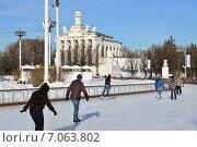 Купить «Каток на ВДНХ (BBЦ) в Москве», эксклюзивное фото № 7063802, снято 25 февраля 2015 г. (c) lana1501 / Фотобанк Лори
