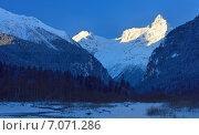 Купить «Кавказские горы зимой», фото № 7071286, снято 19 февраля 2015 г. (c) александр жарников / Фотобанк Лори