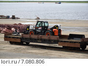 Купить «Порт Дудинка, транспортировка горнодобывающей техники», фото № 7080806, снято 28 июля 2014 г. (c) Николай Новиков / Фотобанк Лори