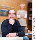 Купить «Unhappy man with angry wife», фото № 7081090, снято 31 марта 2020 г. (c) Яков Филимонов / Фотобанк Лори