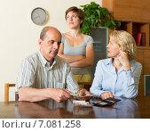 Купить «Adult daughter and parents with money», фото № 7081258, снято 17 июня 2014 г. (c) Яков Филимонов / Фотобанк Лори