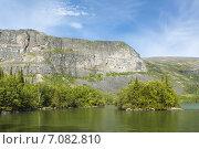 Купить «Озеро Сейдозеро. Скалы и лес.», фото № 7082810, снято 23 января 2020 г. (c) Иван Аборнев / Фотобанк Лори