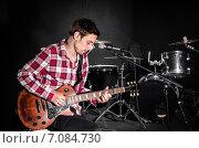 Купить «Man with guitar during concert», фото № 7084730, снято 18 февраля 2013 г. (c) Elnur / Фотобанк Лори