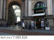 Купить «Вид на галерею торгового центра Витторио Иммануила II ( Galleria Vittorio Emanuele II) . Милан, Италия», эксклюзивное фото № 7085826, снято 7 января 2013 г. (c) Яна Королёва / Фотобанк Лори