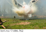 Купить «Взрыв миномётного снаряда на поле боя. Военно-историческая реконструкции периода Великой Отечественной войны 1945 года», фото № 7086762, снято 9 мая 2014 г. (c) Олег Тыщенко / Фотобанк Лори