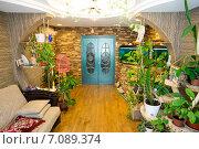 Купить «Комната с аквариумом», фото № 7089374, снято 6 марта 2015 г. (c) Алексей Маринченко / Фотобанк Лори