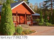 Купить «Крыльцо деревянного дома», фото № 7092170, снято 21 сентября 2014 г. (c) Лукаш Дмитрий / Фотобанк Лори