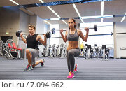 Купить «young man and woman training with barbell in gym», фото № 7094662, снято 30 ноября 2014 г. (c) Syda Productions / Фотобанк Лори