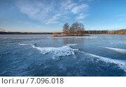 Замёрзшее озеро. Стоковое фото, фотограф Андрей Соколов / Фотобанк Лори