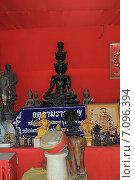 Купить «Статуи в Храме Большого Будды, Пхукет, Таиланд», фото № 7096394, снято 20 февраля 2015 г. (c) Алексей Сварцов / Фотобанк Лори