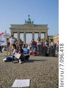 Купить «Протестная акция Save Our Girls from IS, Берлин, 05.10.2014», фото № 7096418, снято 5 октября 2014 г. (c) Анастасия Улитко / Фотобанк Лори