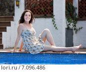 Girl in dress resting near pool. Стоковое фото, фотограф Яков Филимонов / Фотобанк Лори