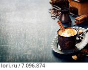 Купить «Кофе, специи и кофемолка на старом столе», фото № 7096874, снято 4 марта 2015 г. (c) Наталия Кленова / Фотобанк Лори