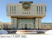 Купить «Здание Фундаментальной библиотеки Московского Государственного Университета (МГУ)», фото № 7097442, снято 17 февраля 2015 г. (c) Денис Ларкин / Фотобанк Лори