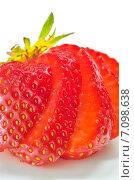Купить «Свежая резанная клубника», фото № 7098638, снято 21 мая 2014 г. (c) Iordache Magdalena / Фотобанк Лори