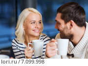 Купить «happy couple meeting and drinking tea or coffee», фото № 7099998, снято 29 декабря 2014 г. (c) Syda Productions / Фотобанк Лори