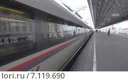 Купить «Сапсан отъезжает с вокзала», видеоролик № 7119690, снято 13 марта 2015 г. (c) Звездочка ясная / Фотобанк Лори