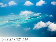 Купить «Мальдивские острова, вид с высоты облаков», фото № 7121114, снято 12 февраля 2013 г. (c) Сергей Дубров / Фотобанк Лори