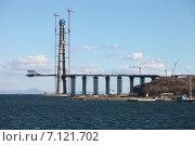 Купить «Строящийся мост на остров Русский», эксклюзивное фото № 7121702, снято 17 октября 2011 г. (c) Валерий Акулич / Фотобанк Лори