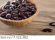 Купить «Kidney red beans in wooden spoon.», фото № 7122382, снято 18 февраля 2015 г. (c) Tatjana Baibakova / Фотобанк Лори