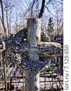 Купить «Москва. Ваганьковское кладбище.», фото № 7129650, снято 16 марта 2014 г. (c) Sashenkov89 / Фотобанк Лори