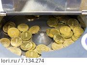 Монеты в счетной машинке, фото № 7134274, снято 12 марта 2015 г. (c) Евгений Ткачёв / Фотобанк Лори