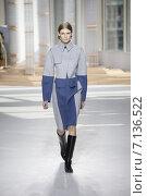 Купить «NEW YORK, NY - FEBRUARY 18: A model walks the runway at the Boss Womens fashion show during Mercedes-Benz Fashion Week Fall on February 18, 2015 in NYC.», фото № 7136522, снято 18 февраля 2015 г. (c) Anton Oparin / Фотобанк Лори